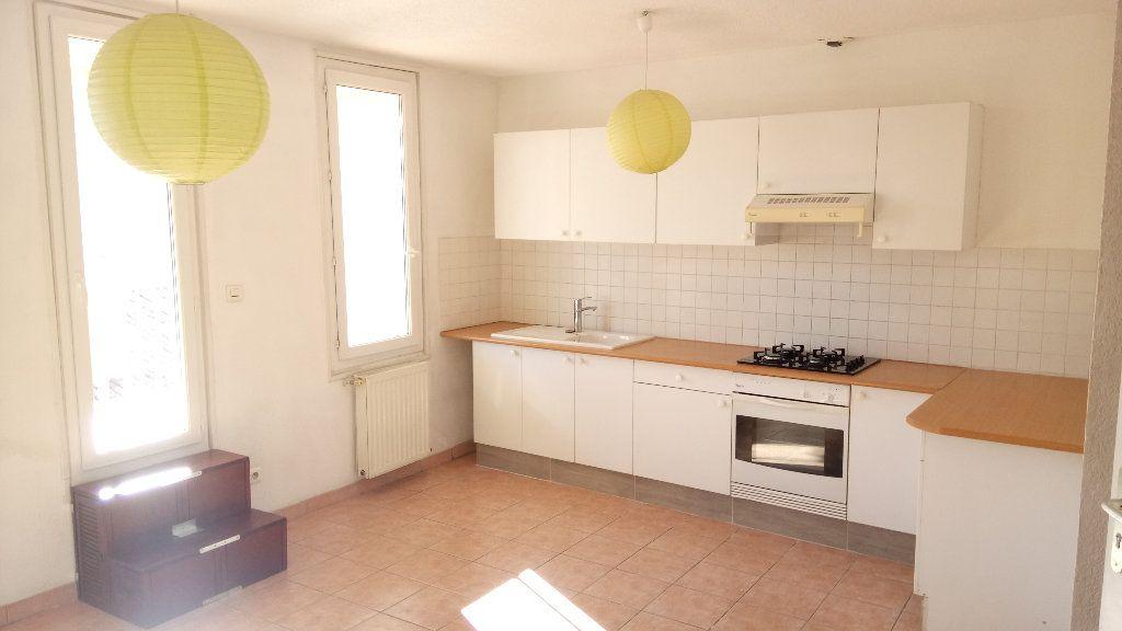 Appartement à louer 2 33m2 à Marseille 6 vignette-2