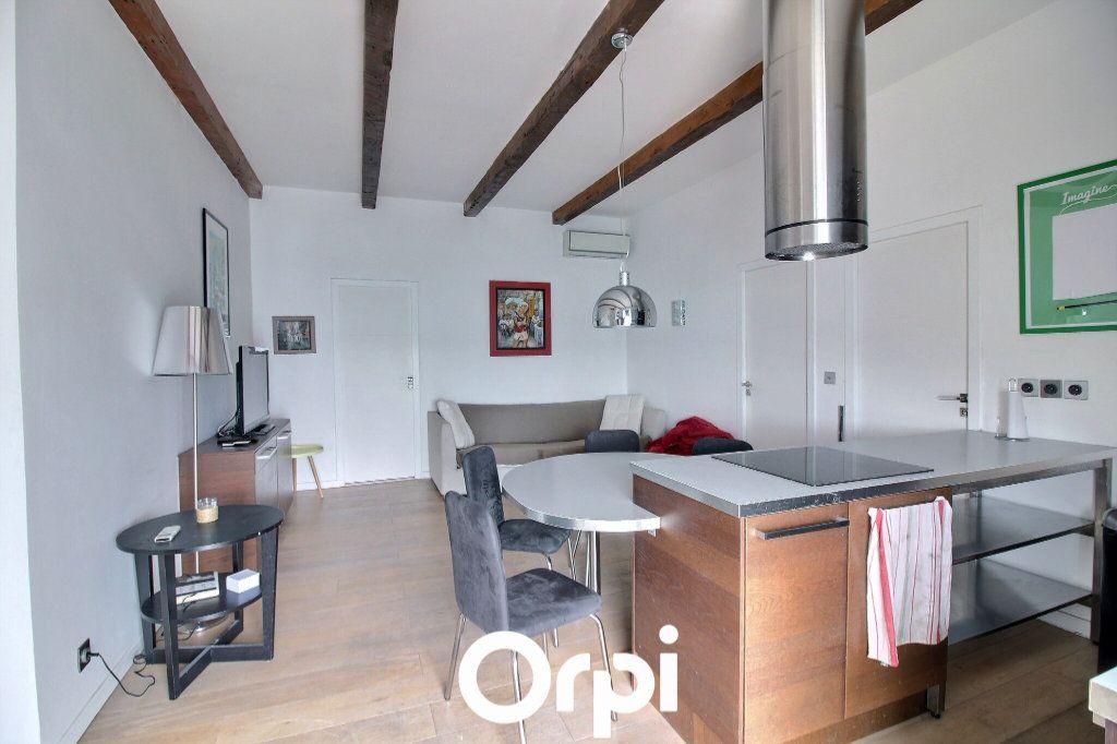 Appartement à louer 3 51m2 à Marseille 8 vignette-1