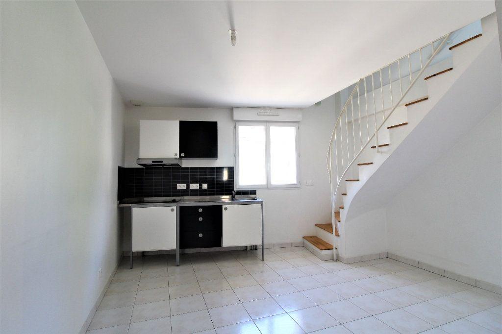 Appartement à louer 3 35.98m2 à La Ville-du-Bois vignette-1
