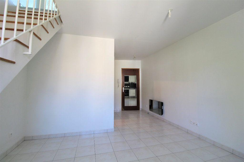 Appartement à louer 3 35.98m2 à La Ville-du-Bois vignette-2