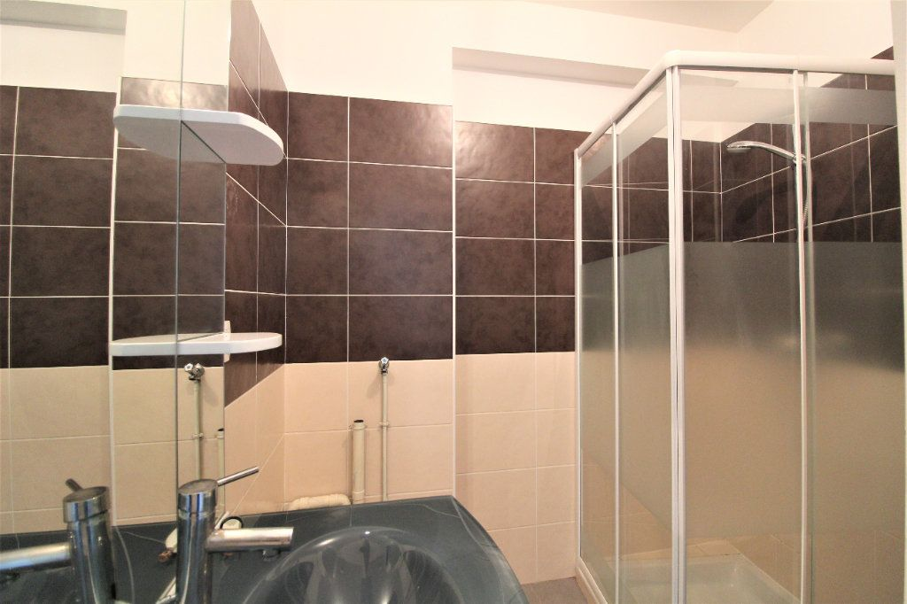 Appartement à louer 3 35.98m2 à La Ville-du-Bois vignette-3