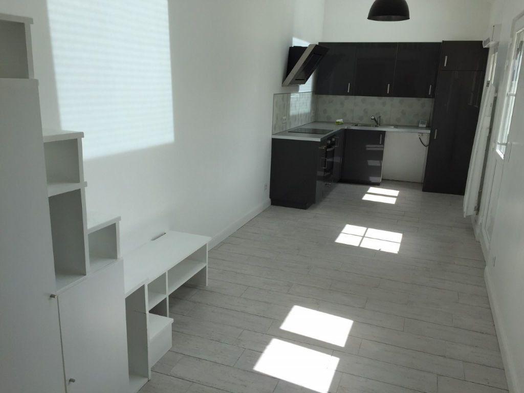 Appartement à louer 1 27m2 à Boussy-Saint-Antoine vignette-1