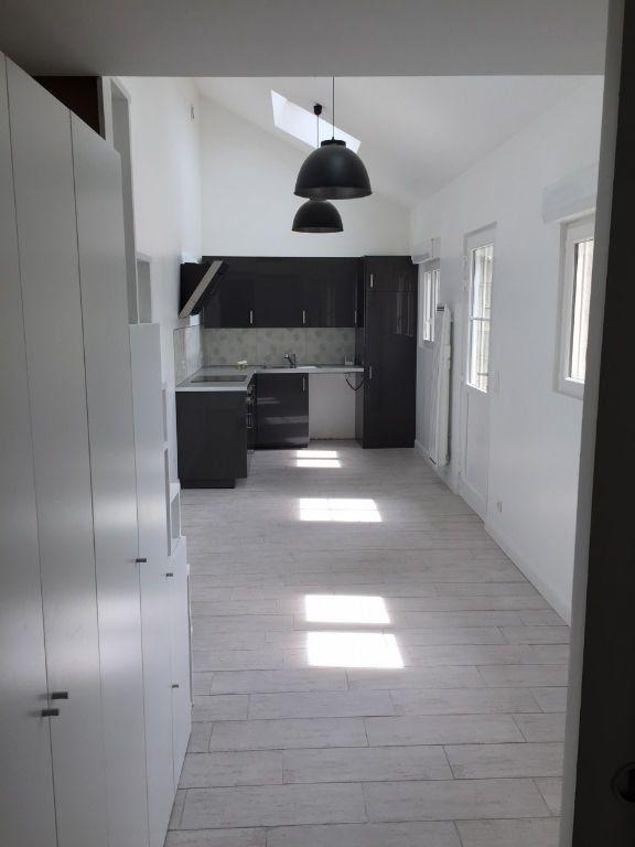 Appartement à louer 1 27m2 à Boussy-Saint-Antoine vignette-3