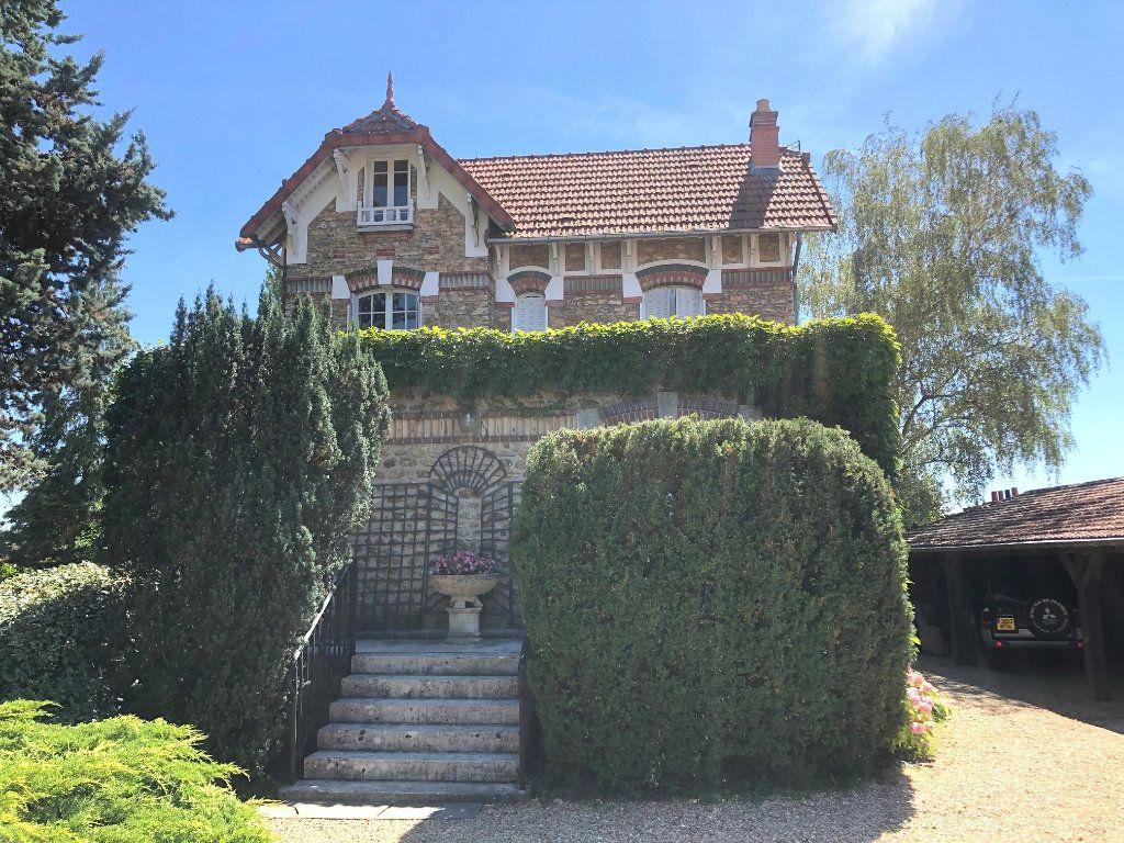 Maison à vendre 9 226m2 à Mandres-les-Roses vignette-1