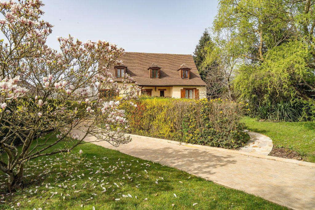 Maison à vendre 8 170m2 à Varennes-Jarcy vignette-1
