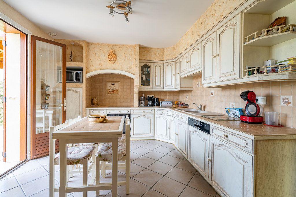 Maison à vendre 8 170m2 à Varennes-Jarcy vignette-4