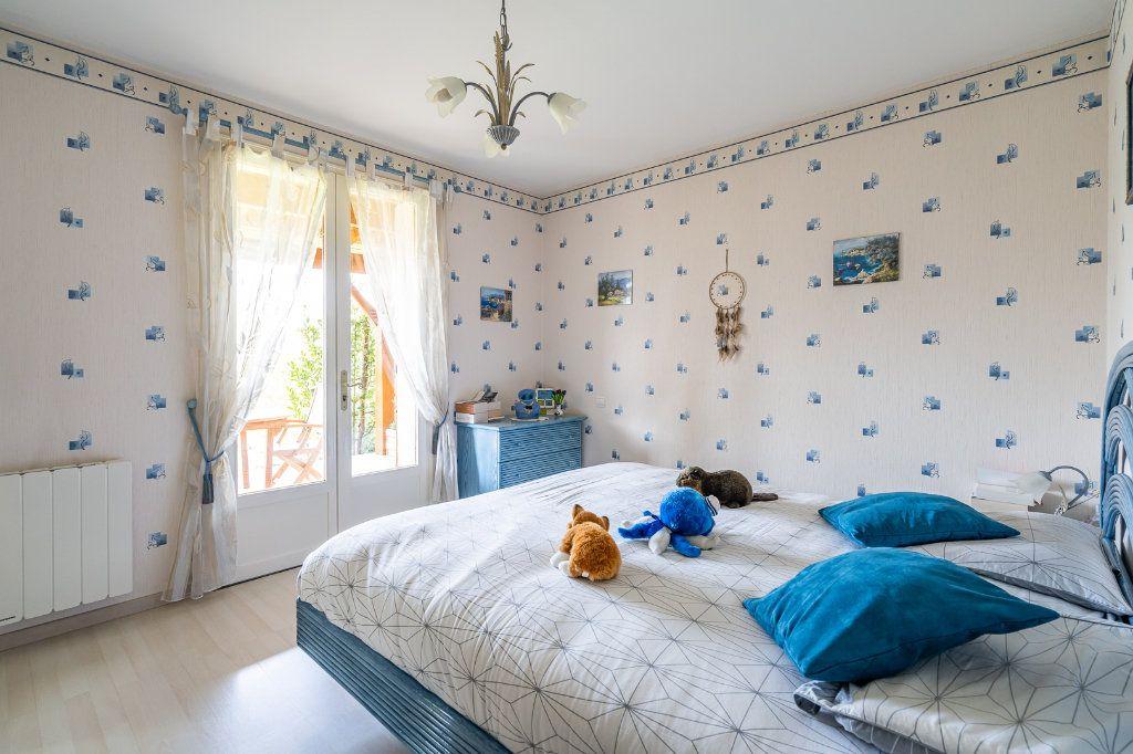Maison à vendre 8 170m2 à Varennes-Jarcy vignette-9