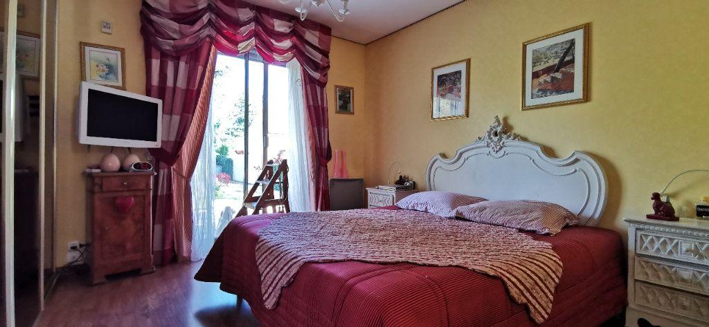 Maison à vendre 6 122m2 à Varennes-Jarcy vignette-11