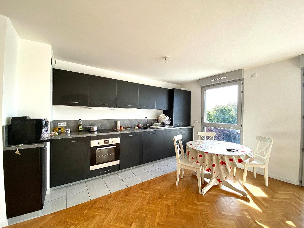 Appartement à vendre 4 86.45m2 à Combs-la-Ville vignette-3