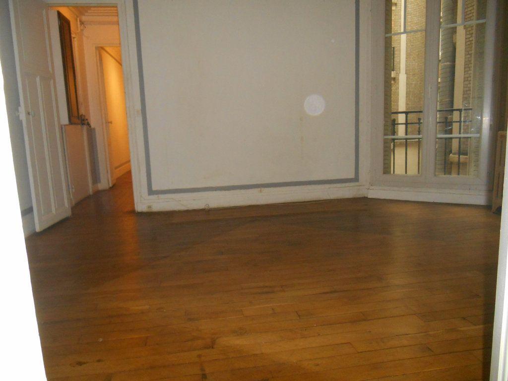 Appartement à vendre 2 34.3m2 à Paris 20 vignette-2