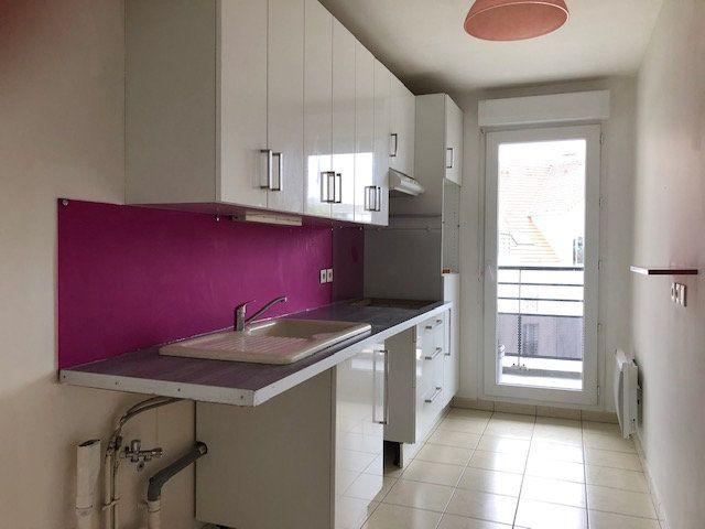 Appartement à vendre 3 64m2 à Combs-la-Ville vignette-3