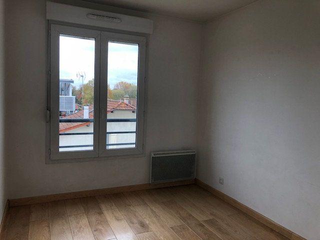 Appartement à vendre 3 64m2 à Combs-la-Ville vignette-6