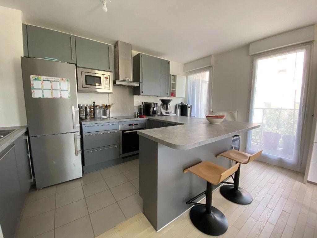 Appartement à vendre 4 74.8m2 à Massy vignette-2