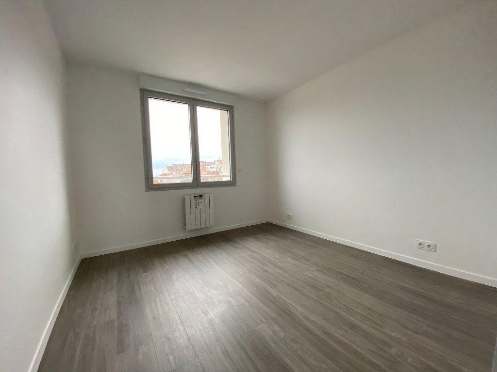 Appartement à vendre 4 60.6m2 à Massy vignette-4