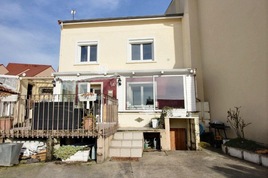 Maison à vendre 4 120m2 à Corbeil-Essonnes vignette-1