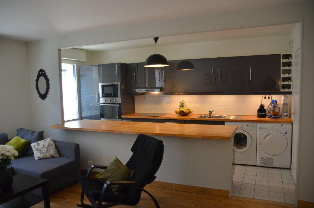 Appartement à louer 3 77.9m2 à Paris 14 vignette-1