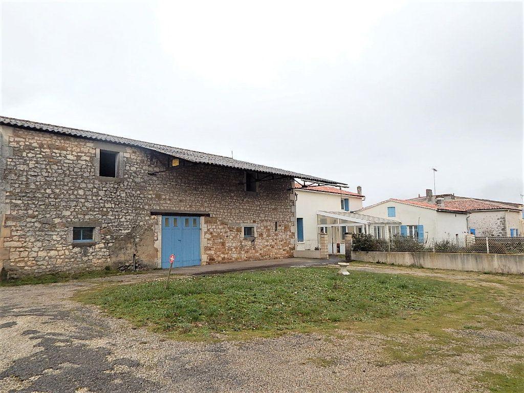 Maison à vendre 6 95m2 à Saujon vignette-2
