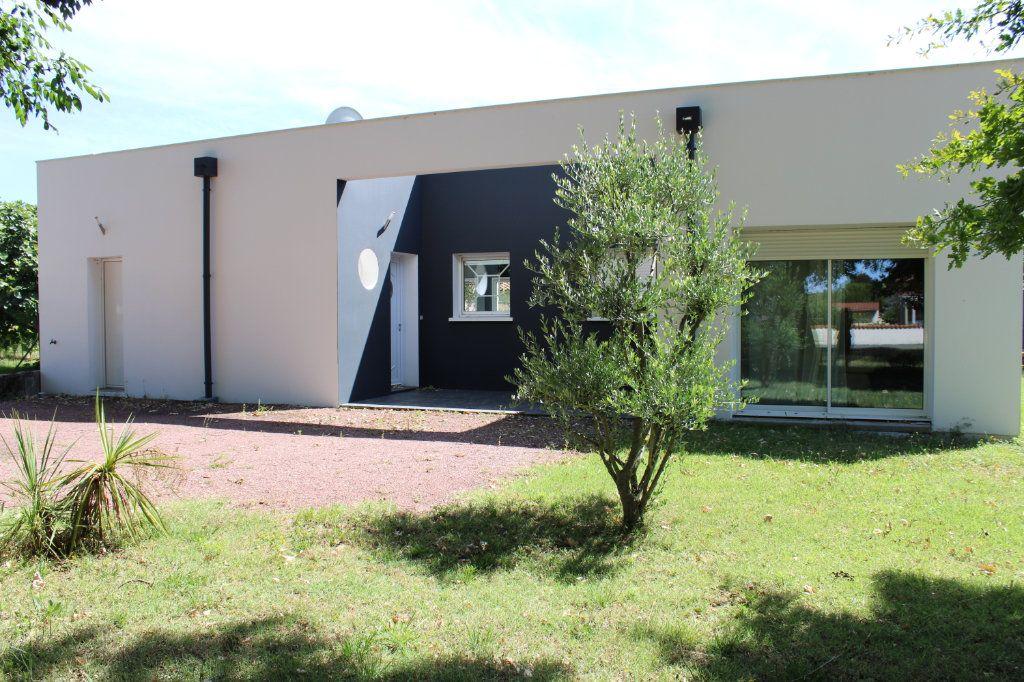 Maison à vendre 4 128m2 à Bourcefranc-le-Chapus vignette-1