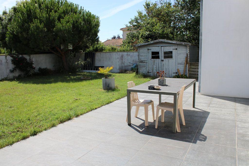 Maison à vendre 4 128m2 à Bourcefranc-le-Chapus vignette-5