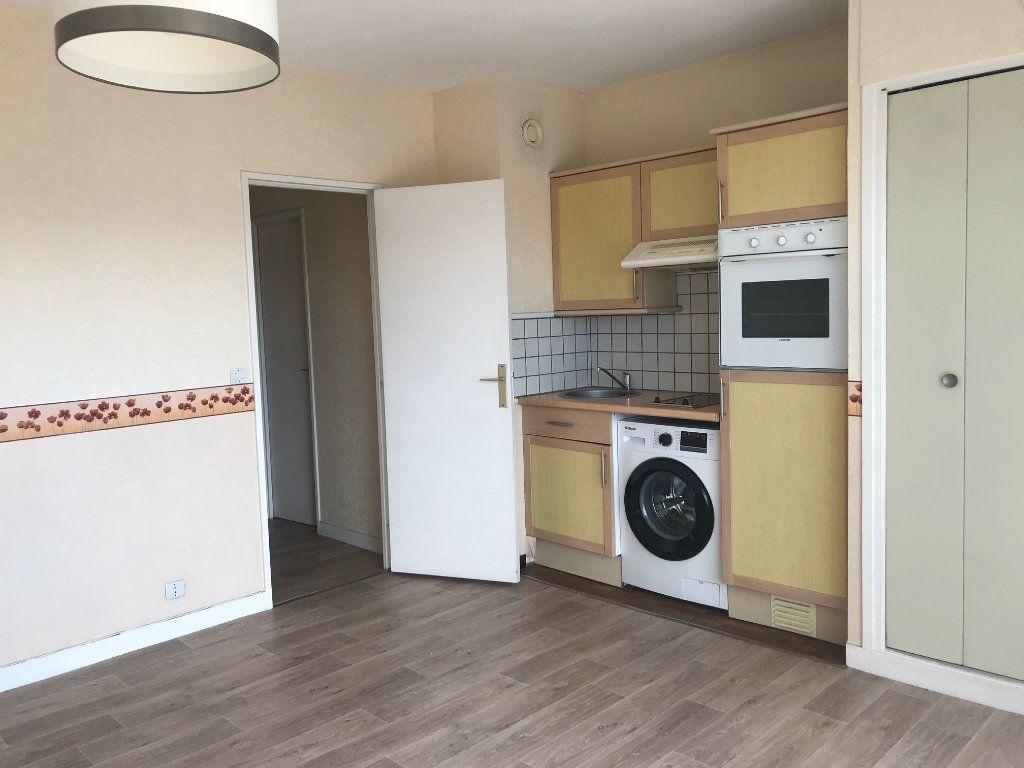 Appartement à louer 2 38.06m2 à Lille vignette-1