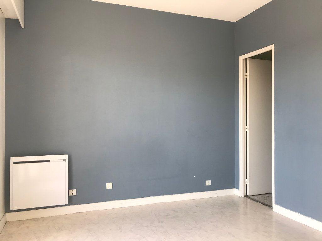 Appartement à louer 2 38.06m2 à Lille vignette-3