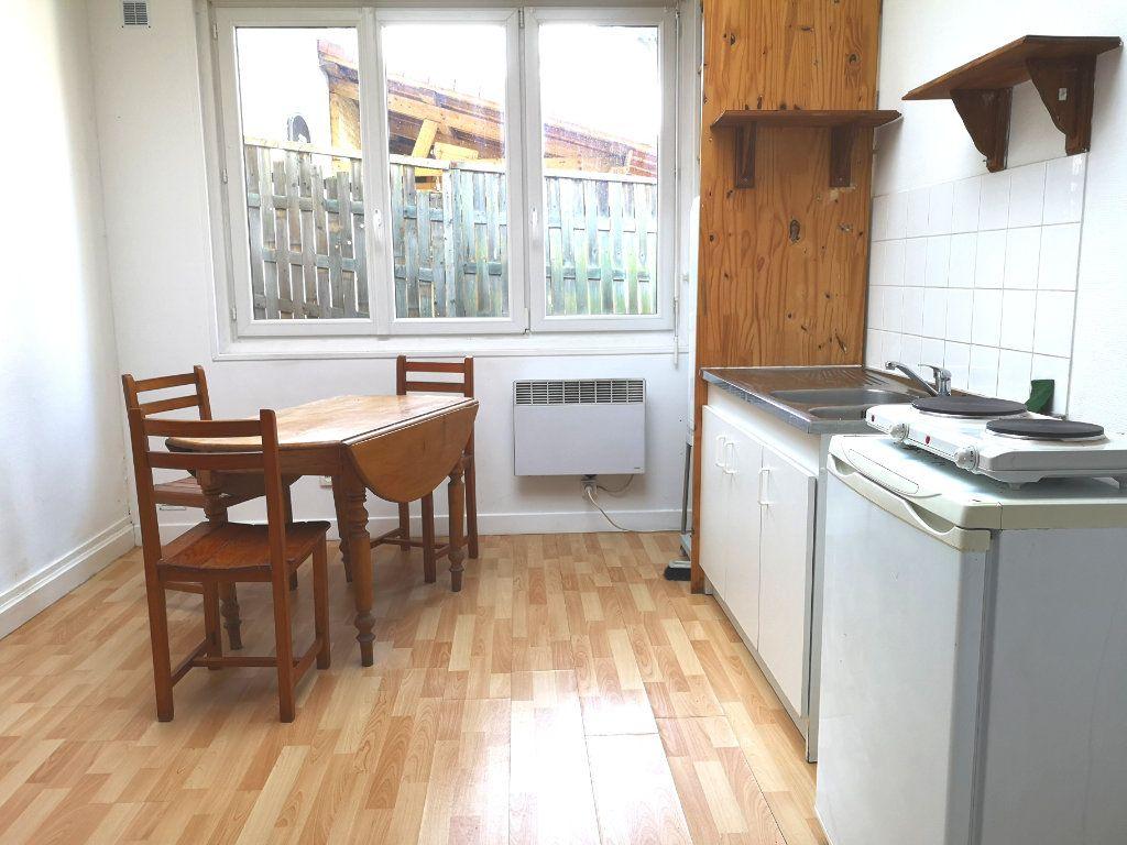 Appartement à louer 1 32.42m2 à Lille vignette-1
