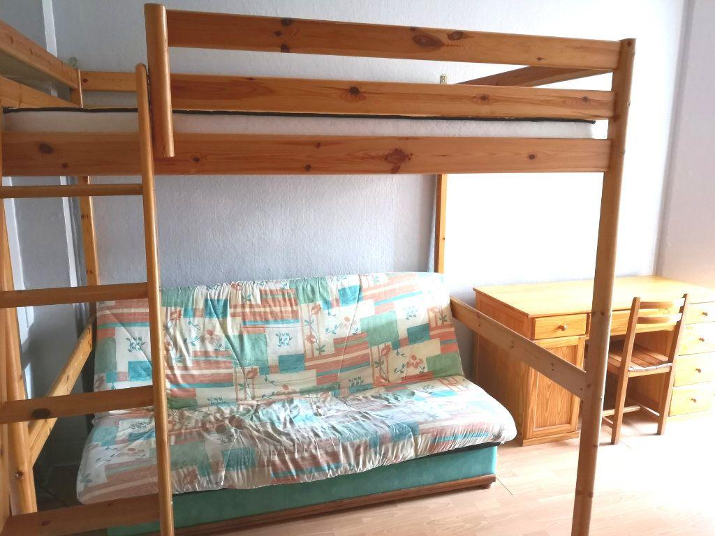 Appartement à louer 1 32.42m2 à Lille vignette-4