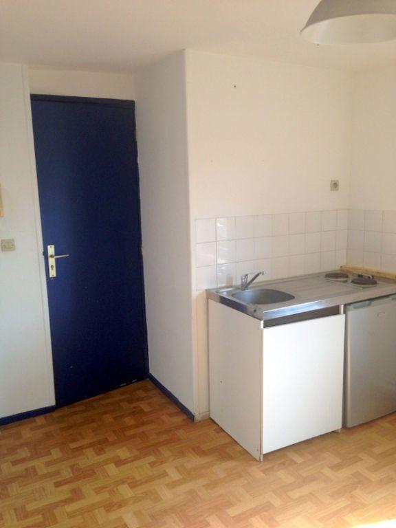 Appartement à louer 1 11.75m2 à Lille vignette-1