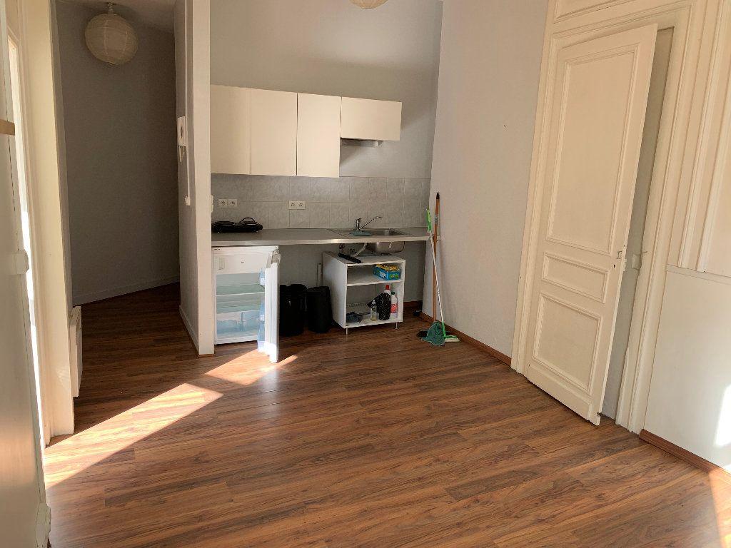 Appartement à louer 2 35.01m2 à Lille vignette-2