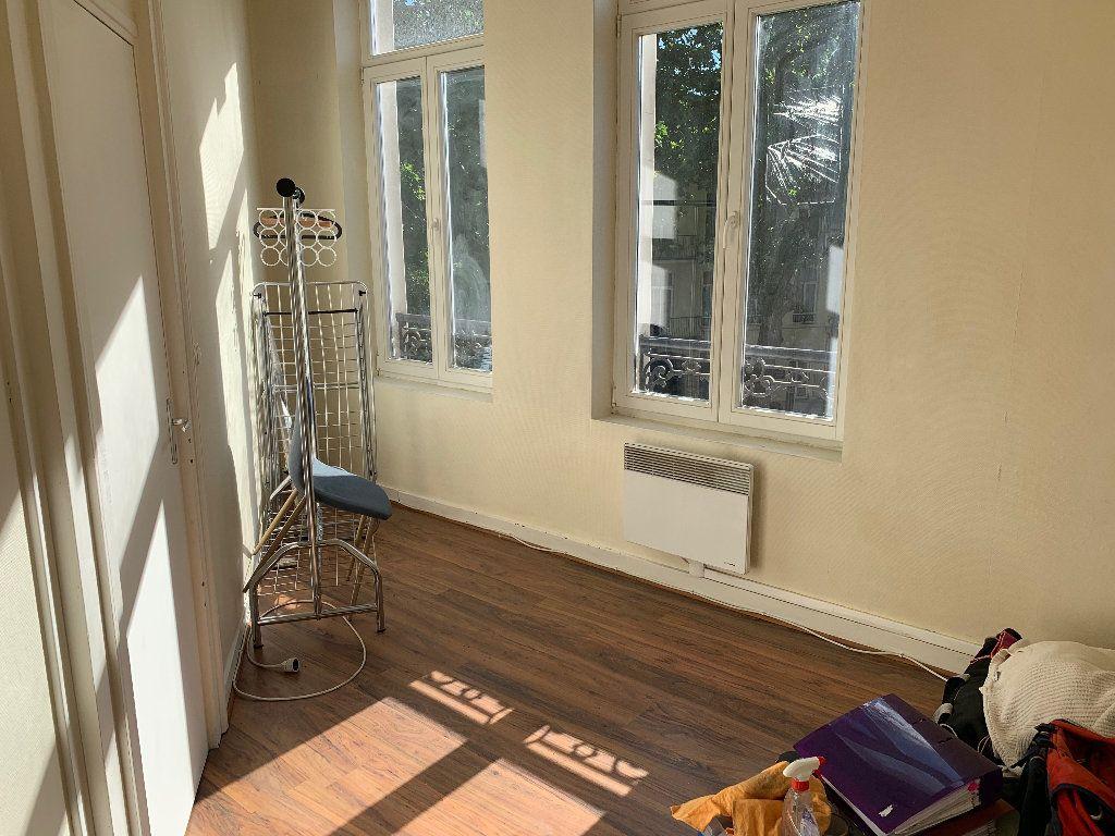 Appartement à louer 2 35.01m2 à Lille vignette-3