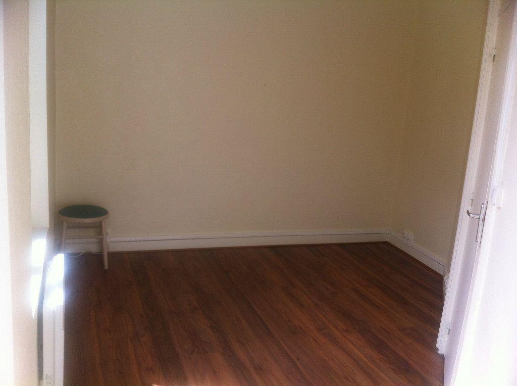 Appartement à louer 2 35.01m2 à Lille vignette-4