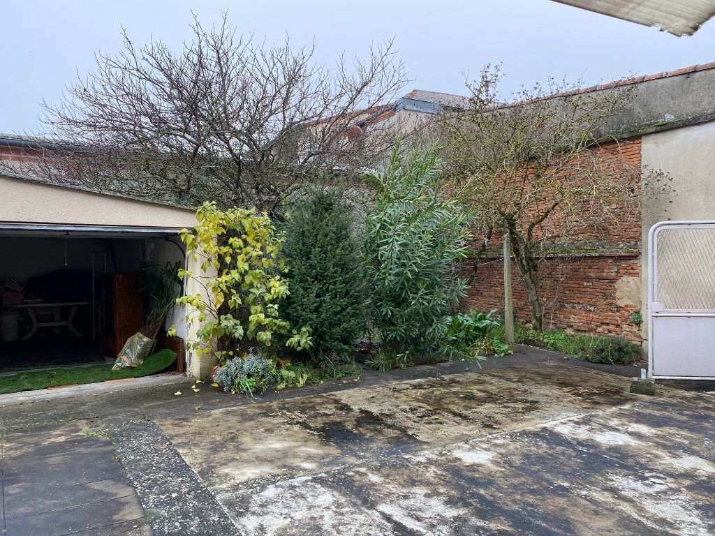 Maison à vendre 4 150m2 à Castelsarrasin vignette-3