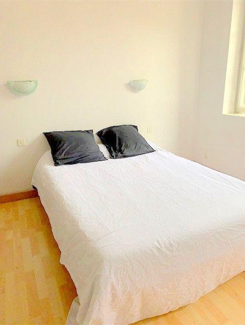 Maison à vendre 5 178m2 à Castelsarrasin vignette-9