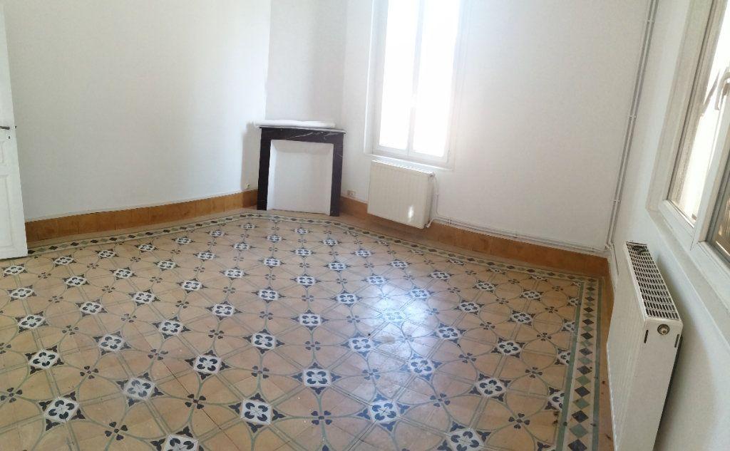 Appartement à louer 4 100m2 à Castelsarrasin vignette-1