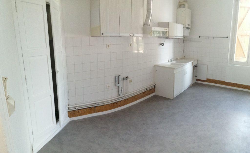Appartement à louer 4 100m2 à Castelsarrasin vignette-2