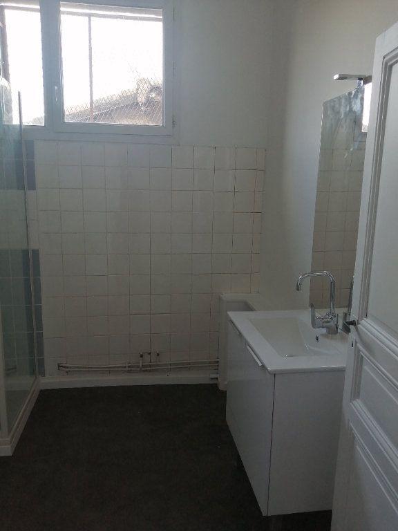 Appartement à louer 4 100m2 à Castelsarrasin vignette-6