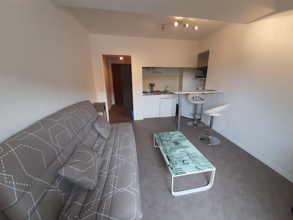 Appartement à louer 1 21m2 à Mazamet vignette-1