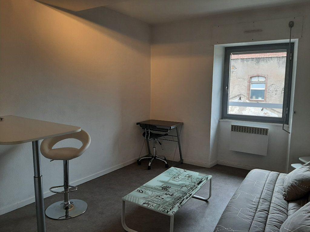 Appartement à louer 1 21m2 à Mazamet vignette-2