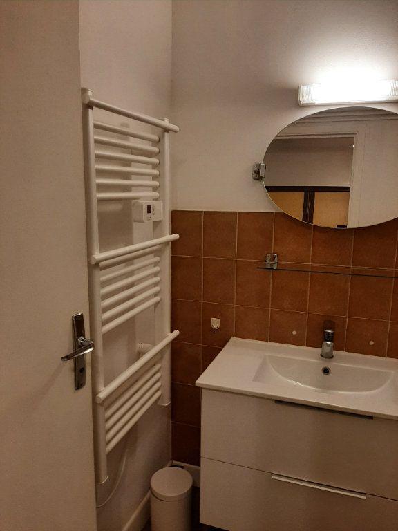 Appartement à louer 1 21m2 à Mazamet vignette-4