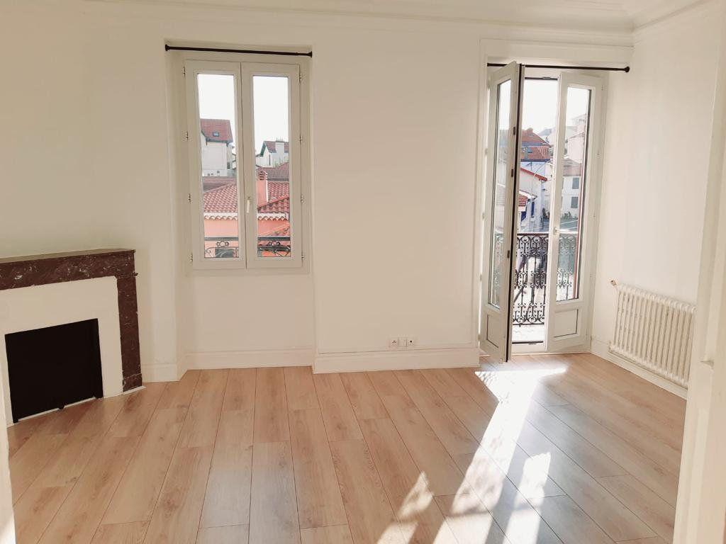 Appartement à louer 5 82.31m2 à Biarritz vignette-1