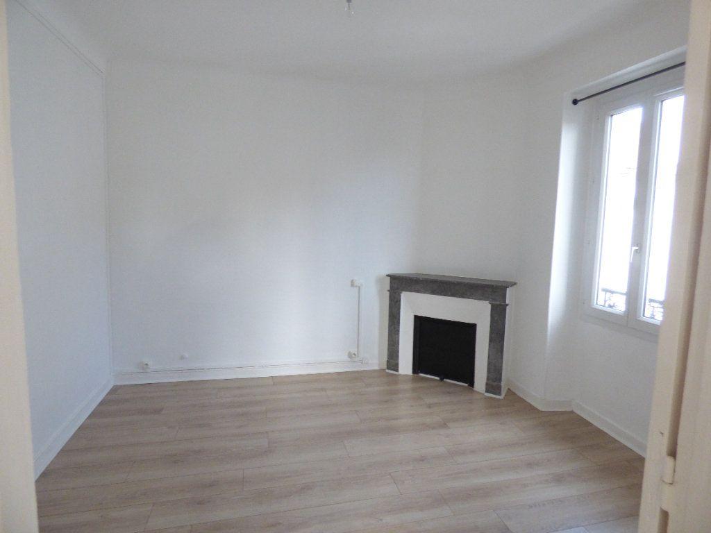 Appartement à louer 5 82.31m2 à Biarritz vignette-2