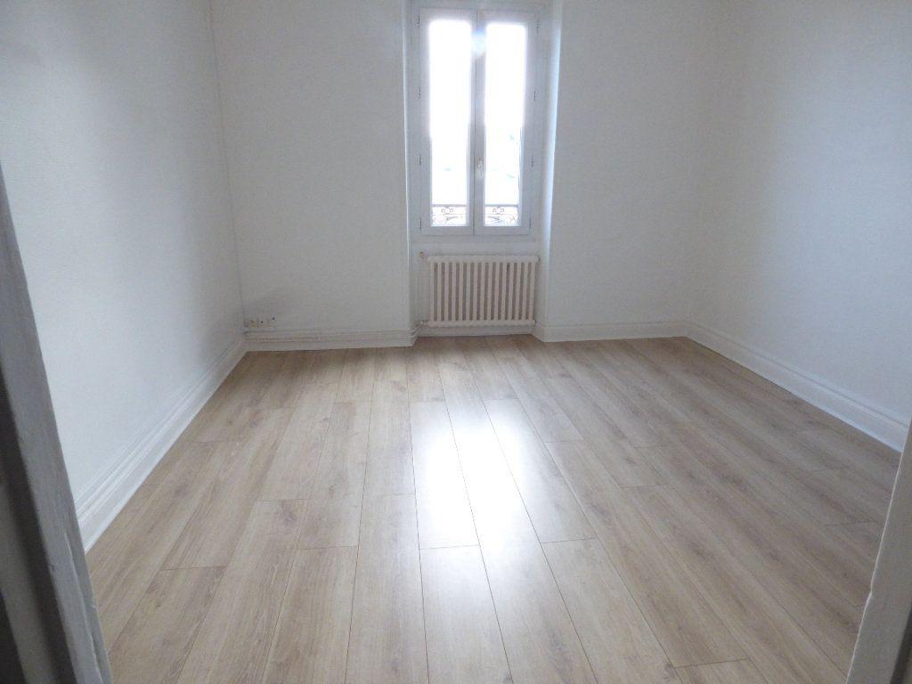 Appartement à louer 5 82.31m2 à Biarritz vignette-3