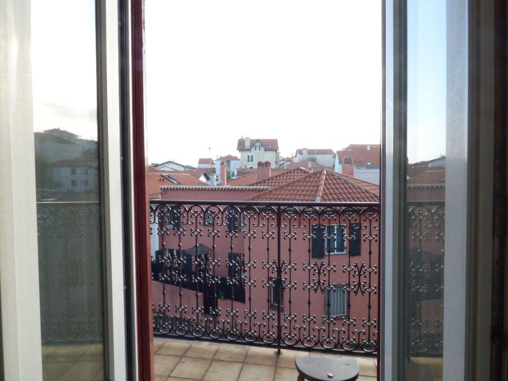 Appartement à louer 5 82.31m2 à Biarritz vignette-5