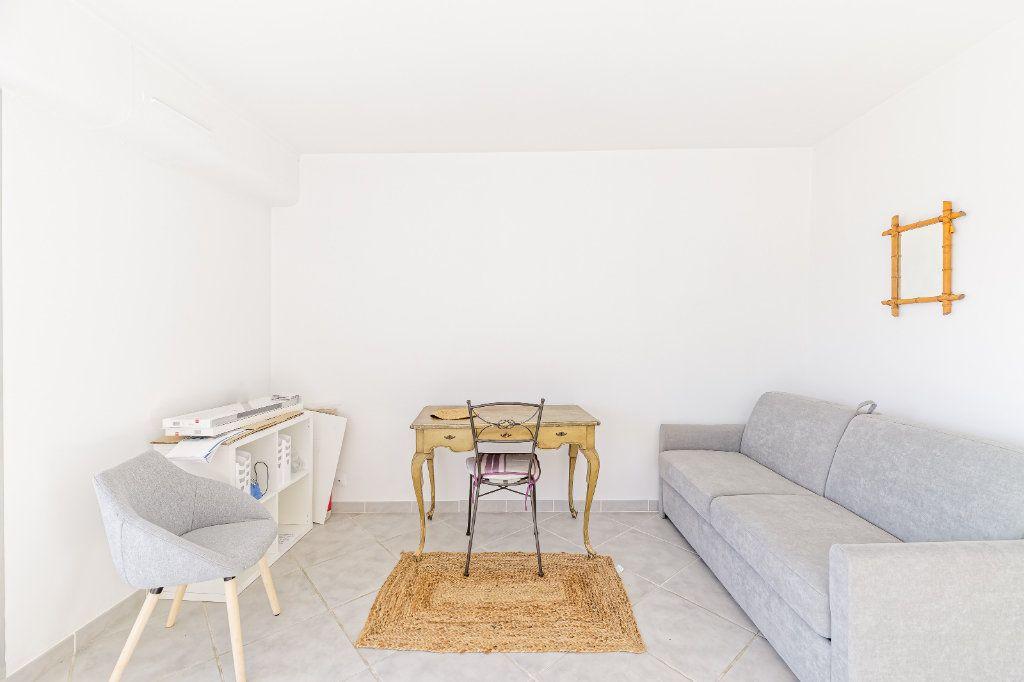 Appartement à louer 1 29.34m2 à Biarritz vignette-2