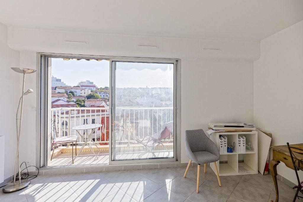 Appartement à louer 1 29.34m2 à Biarritz vignette-3