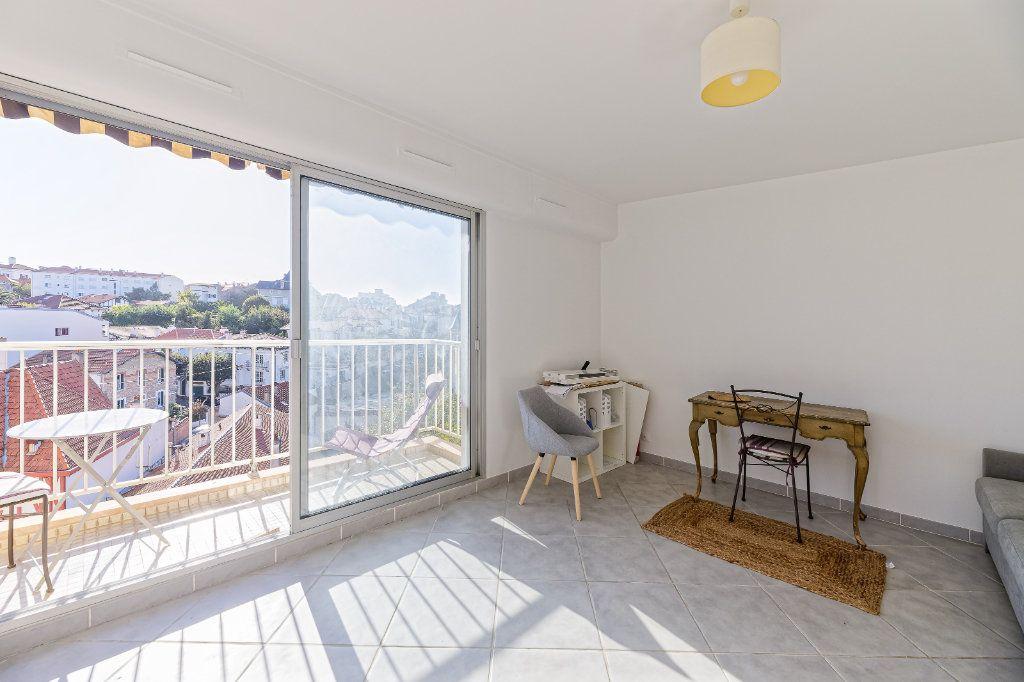Appartement à louer 1 29.34m2 à Biarritz vignette-4