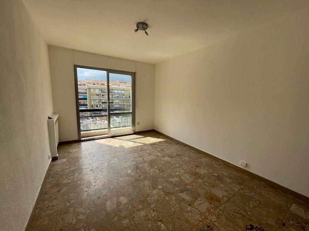 Appartement à louer 1 24m2 à Vence vignette-1