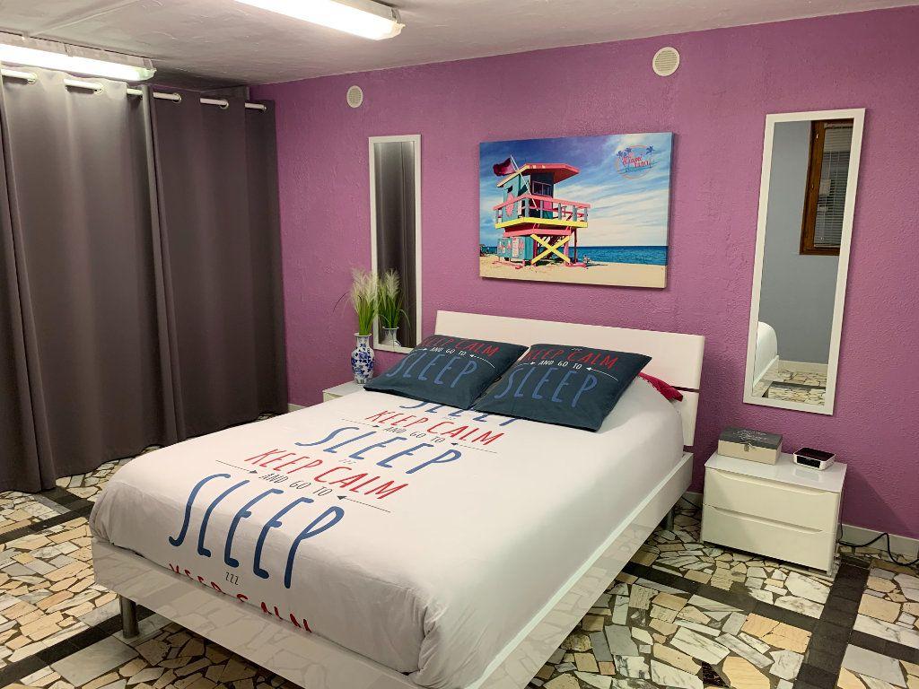 Appartement à vendre 6 176.32m2 à Vence vignette-3