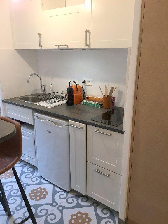 Appartement à louer 1 21.65m2 à Vence vignette-3
