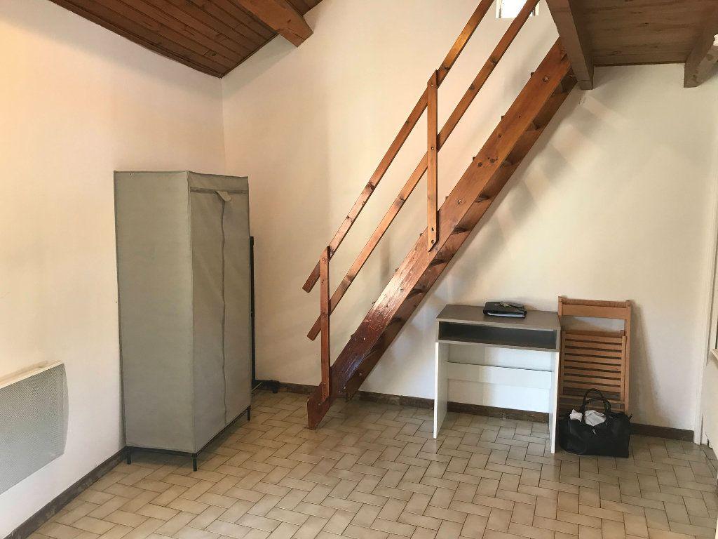 Appartement à louer 2 19m2 à Marvejols vignette-2